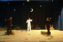 اجرای نمایش 'گاوهایی که یک هدف بزرگ داشتند' در ارومیه