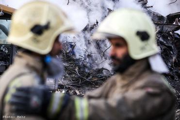 آخرین اخبار از روز ششم حادثه پلاسکو؛ کشف تعدادی از تجهیزات انفرادی آتشنشانان از میان آوارها/ 75 درصد آوار برداشته شد/ مراسم تشییع آتش نشانان پنجشنبه صبح  از مقابل دانشگاه تهران