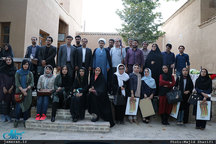 نشست ادبی جمعی از شاعران استان مرکزی با حضور عبدالجبار کاکایی