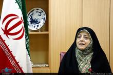 دیدار ابتکار با پدر و مادر شهیدانی که خانهشان را وقف حسینیه کردند + فیلم