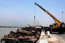 خارج سازی دومین شناور مغروقه از اروندرود در خرمشهر در امسال