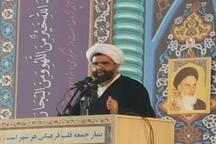 امام جمعه کیش: دشمن همچنان به دنبال جدایی حوزه و دانشگاه است