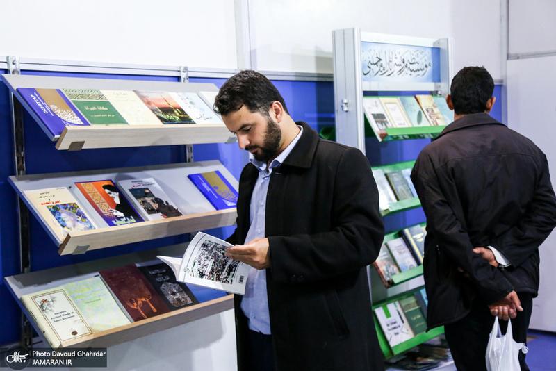 غرفه موسسه تنظیم و نشر آثار امام خمینی(س) در نمایشگاه بین المللی کتاب تهران