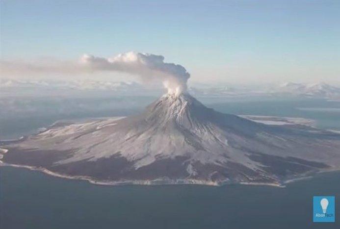 تصویر زیبای ناسا از فوران آتشفشان آلاسکا