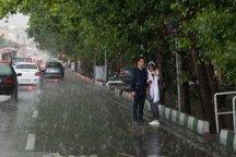 بارش تگرگ شهروندان قزوینی را غافلگیر کرد