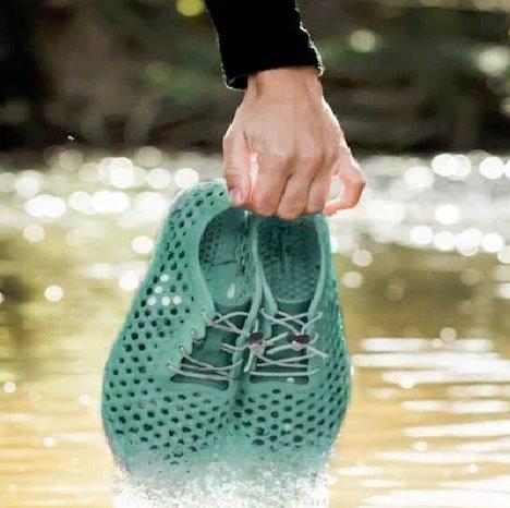 تولید نخستین کفش پاک دنیا از جلبک