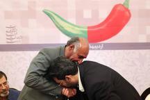 وزیر ارتباطات دست معلمش را بوسید + عکس