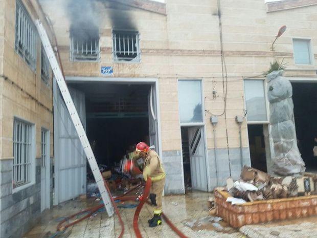 انبار لوازم جشن تولد در جنوب تهران دچار آتش سوزی شد