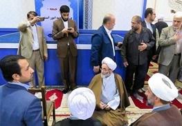 جمع آوری نردههای بین مسئولان و مردم در نماز جمعه رشت