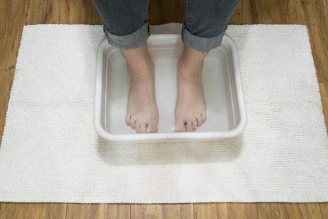 فواید قرار دادن پاها در آب داغ؟