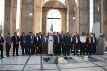 مردم و مسئولان مهریز به مقام شهدا ادای احترام کردند