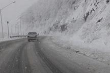 لغزندگی جاده کرج - چالوس و راه طالقان به سبب بارش برف