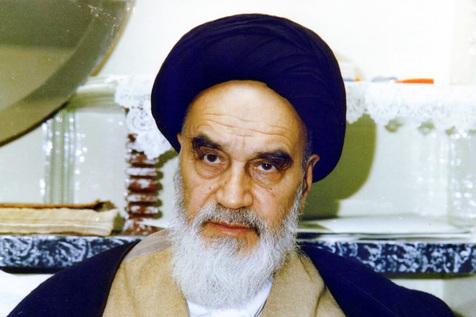 امام خمینی: تنبه بدهید هر یک از مسئولان را که از حدود قانون خارج شده است