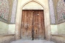 مرمتگران سراغ یک درِ تاریخی شیراز رفتند