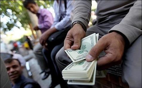 کاهش نرخ سود بانکی بازار دلار را ملتهب می کند؟