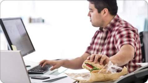 پشت میز کارتان ناهار نخورید