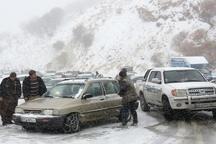 امدادرسانی هلال احمر بانه به 120 خودروی گرفتار در برف و کولاک