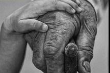 """من با هر بند انگشت تو در دستان خود ذکر میگویم """"پدر"""""""