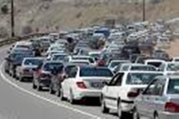 ترافیک در جاده کرج - چالوس و آزادراه کرج -قزوین سنگین است