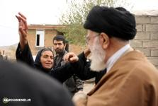 استقبال یکی از زنان روستای زلزلهزدهی سراب ذهاب از رهبر انقلاب+عکس