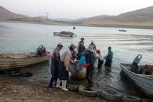 صید ماهی از دریاچه پشت سد مهاباد آغاز شد