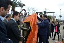مجسمه مرد عکاس در لاهیجان رونمایی شد