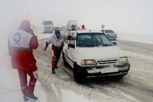 180 خودرو گرفتار در برف توسط هلال احمربروجرد امدادرسانی شد