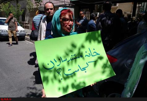 تجمع مستندسازان معترض در مقابل خانه سینما / عکس