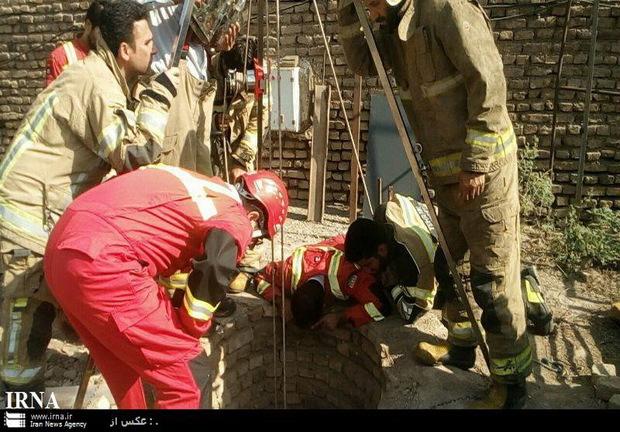 آتش نشانان تهرانی یک کارگر مقنی را از مرگ نجات دادند