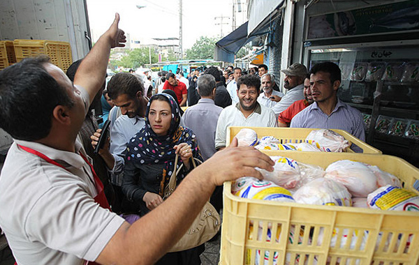 مردم در خرید مرغ با قیمت ۹۸۰۰ تومان زیادهروی میکنند