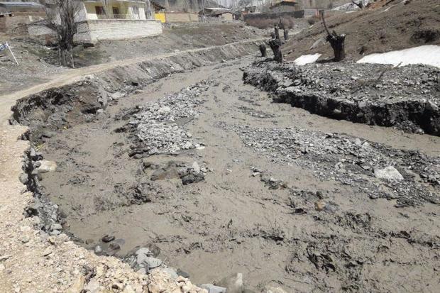 معدن بوکسیت و تصرف بستر رودخانه تاش روستاها را تهدید می کنند