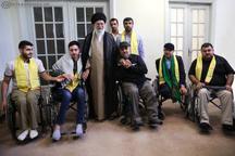 دیدار جمعی از جانبازان و خانوادههای شهدای حزبالله لبنان با رهبرانقلاب