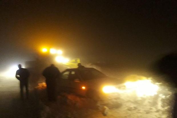 50 مسافر گرفتار در کولاک شبانه محور ایرانخواه نجات یافتند