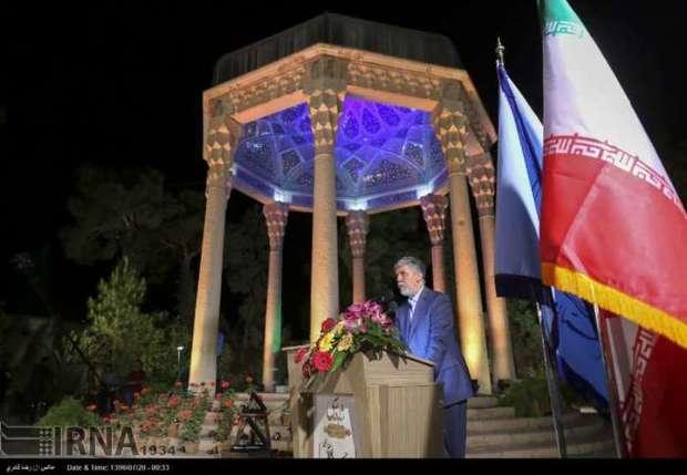 زبان فارسی نماد مهم هویتی و مرجعی اثرگذار در همه ساحتهاست