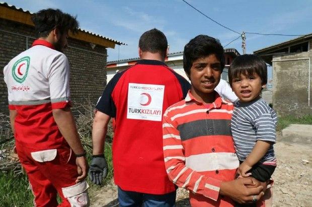 کمک های اهدایی هلال احمر ترکیه در آق قلا توزیع شد