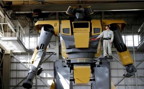 آدم آهنی 8 متری در ژاپن برای حضور در جشن ها + تصاویر