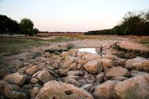 اصفهان به شدت با بحران آب آشامیدنی مواجه است  بیتوجهی وزارت کشاورزی به تشنه ماندن مردم