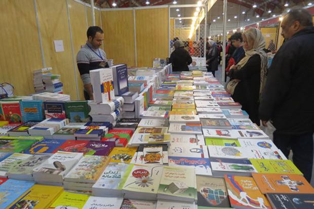 نمایش کتاب و صنایع دستی در دلیجان گشایش یافت