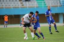 تیم فوتبال آلومینیوم اراک مقابل شاهین بوشهر متوقف شد