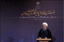 رئیسجمهور روحانی:  گلهها، شکایتها و فاصلهها را کنار بگذاریم/ وقت امتحان است؛ در برابر تحریم به جای پر شدن انبارها، بازار باید رنگین شود/ با صبر و مقاومت و گذشت، قطعا دشمن را میشکنیم