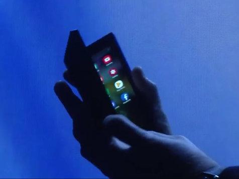 رونمایی سامسونگ از موبایل تاشوی خود در تاریکی + عکس