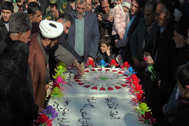 کیک 400کیلویی چهملین سالگرد پیروزی انقلاب در عجب شیر پخته شد