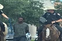 ماموران پلیس آمریکا به دلیل به بند کشیدن یک سیاه پوست محاکمه نمی شوند!