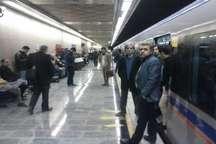 نقص فنی قطار درخط 3 مترو و  یا استقبال بیش از حد مردم از این خط