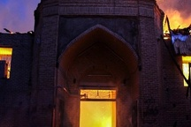 مصدومیت ۱۲ نفر در آتش سوزی مسجد جامع و بازار ساری