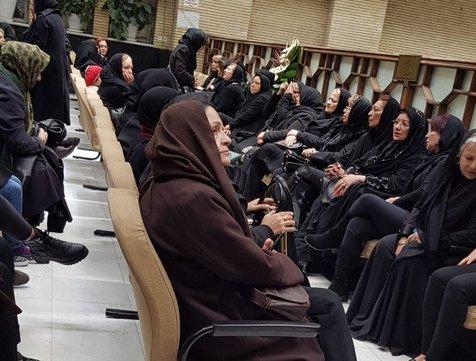 گلاب آدینه در مراسم ترحیم حسین محباهری+ عکس