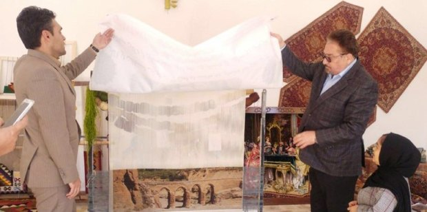 فرش منقوش آثار تاریخی روستای گردشگری خرانق اردکان رونمایی شد