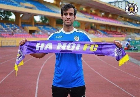 سجاد مشکلپور لژیونر فوتبال ایران در ویتنام شد/ عکس