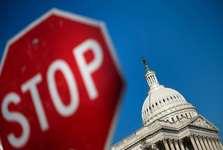 روز دوم تعطیلی دولت آمریکا/ بحران سیاسی در مجلس سنا و نمایندگان/ شکست احتمالی جمهوریخواهان در انتخابات میان دوره ای