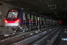قطار شهری اصفهان به ایستگاه صفه می رسد